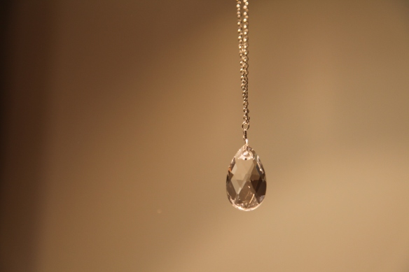Clear drop (Swarovski pear clear crystal/silver chain)